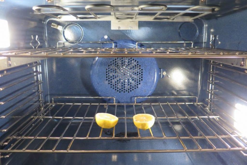 nettoyer son four avec du citron – ustensiles de cuisine