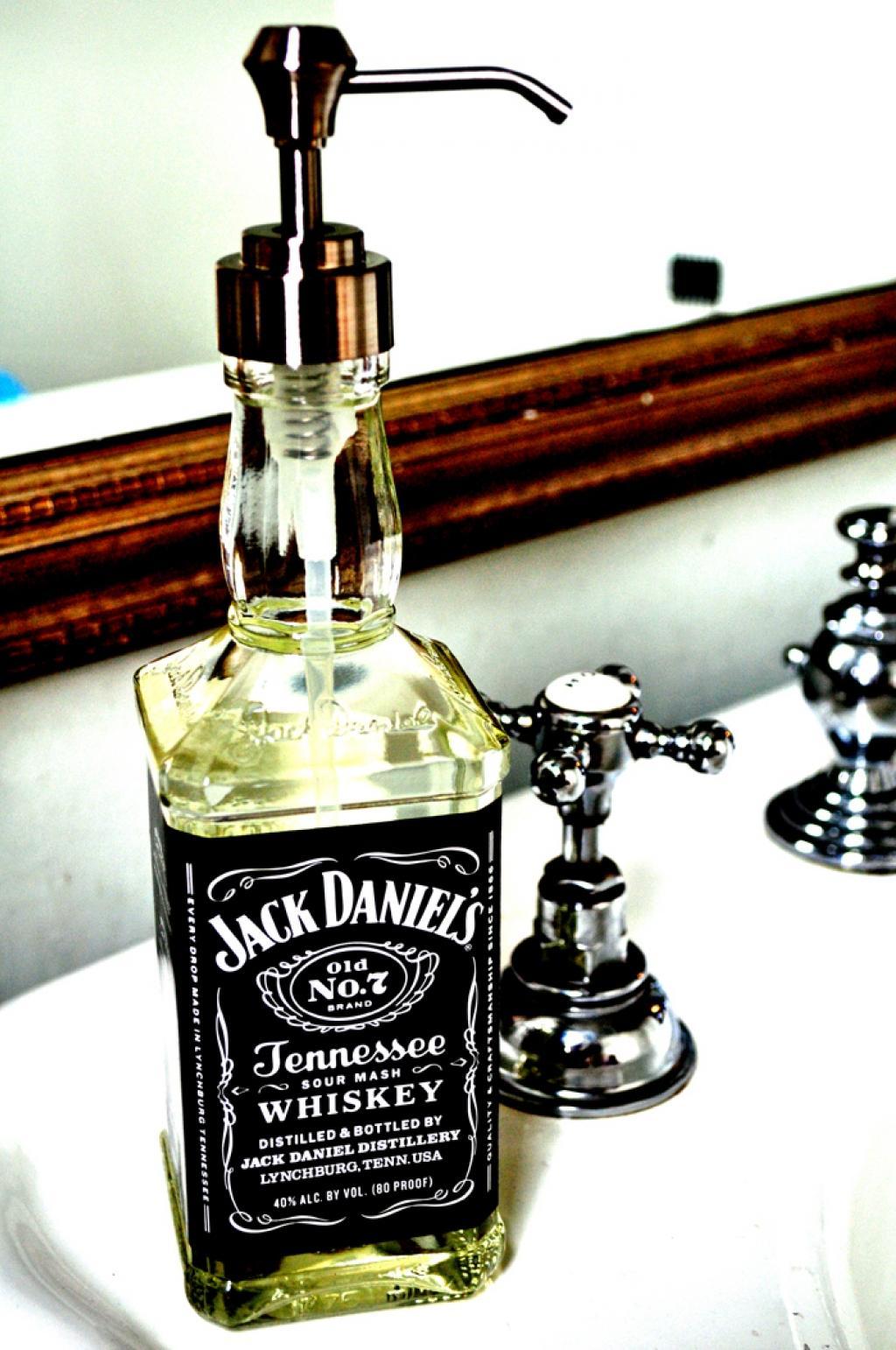 bricolages transformer une bouteille de jack daniels pour la fete des peres
