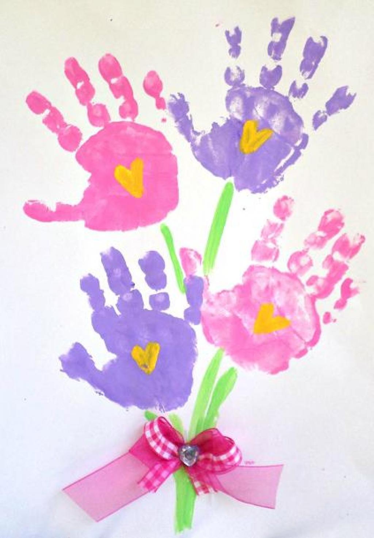 20 Idees De Peintures A Faire Avec Les Pieds Et Les Mains Des Enfants Familydeal
