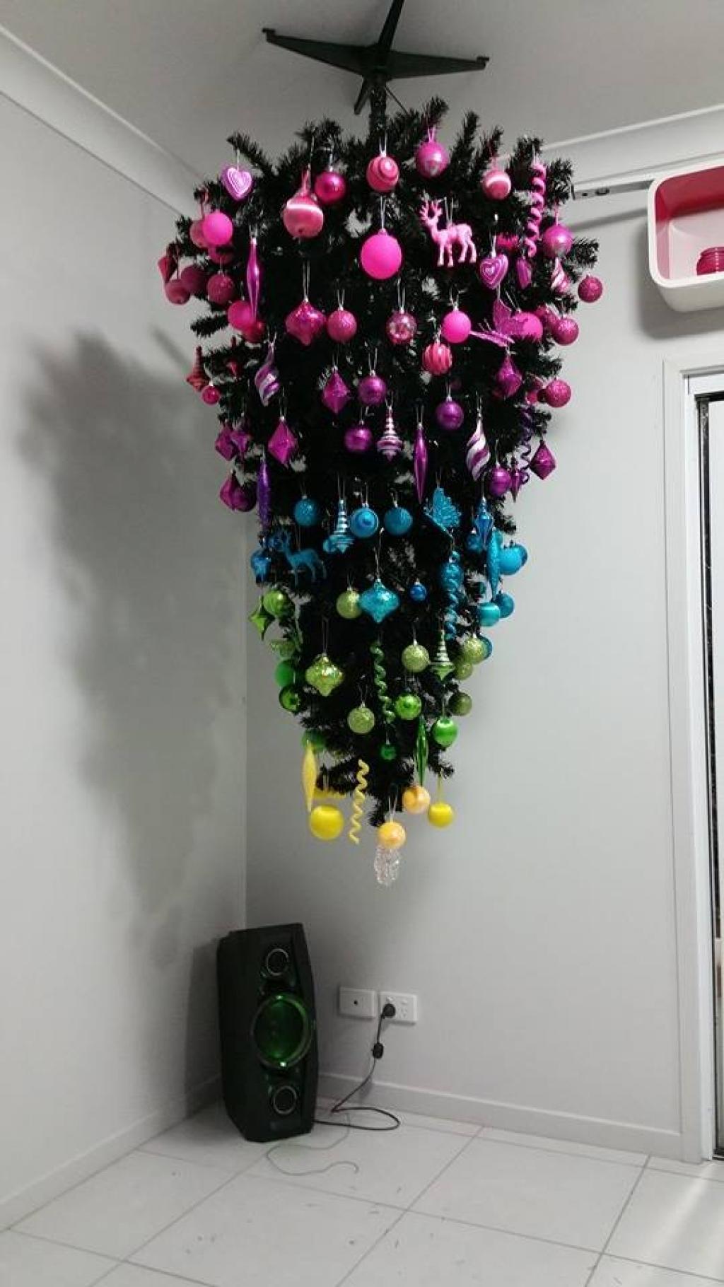 Sapin Suspendu Au Plafond Idees D Images A La Maison