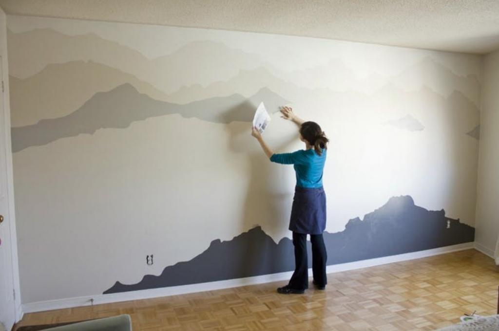 Sur Le Mur Blanc De Sa Chambre Elle Commence Par Peindre En Zigzags