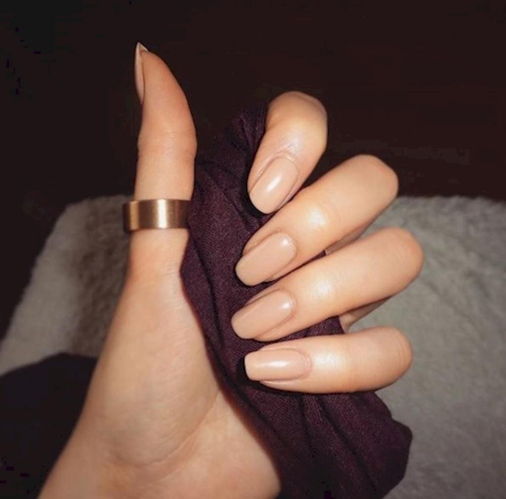 Très C'est étonnant ce que la couleur de notre vernis à ongles révèle à  LC72