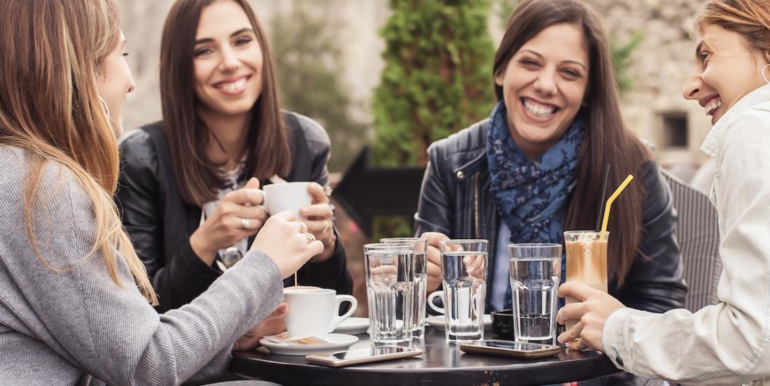 Pour rester en bonne santé, les femmes devraient sortir entre copines deux fois par semaine