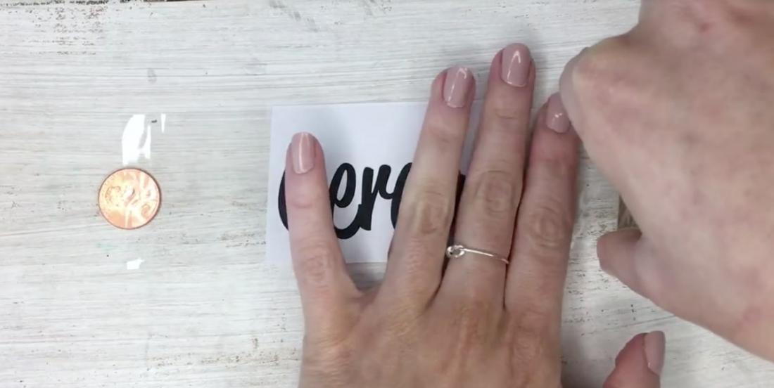 Avec cette méthode simplement géniale, vous voudrez coller des étiquettes sur tous vos contenants!