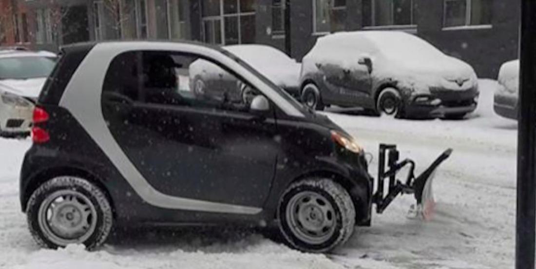Un Montréalais fabrique un chasse-neige avec une voiture Smart