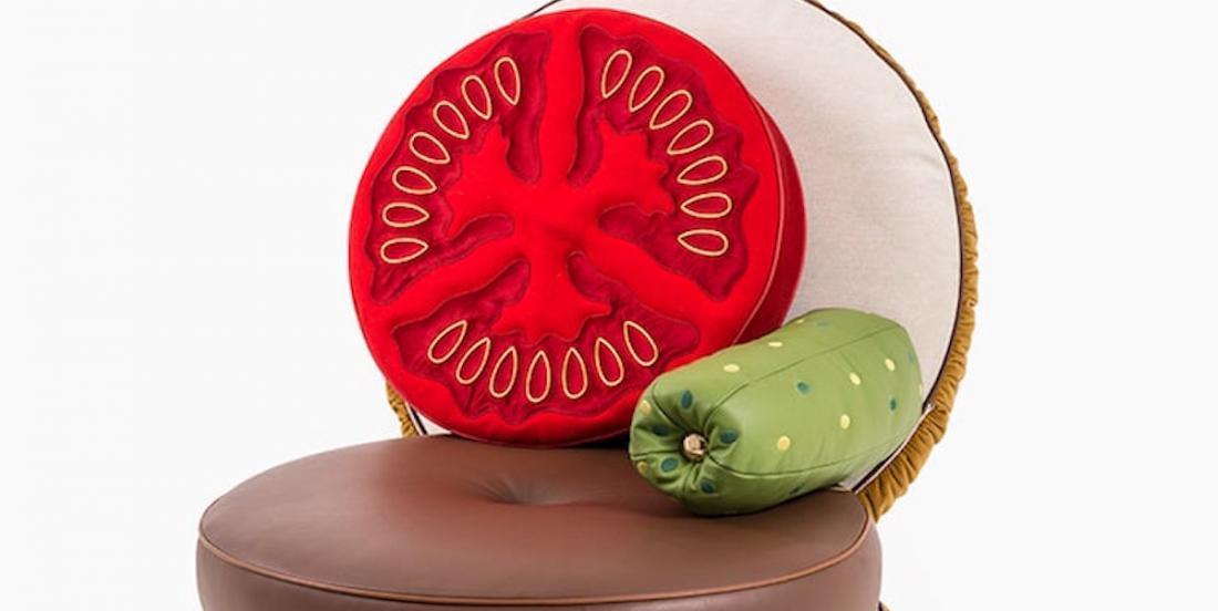 Des meubles originaux qui vous permettent de vous détendre dans un hot dog ou un hamburger!
