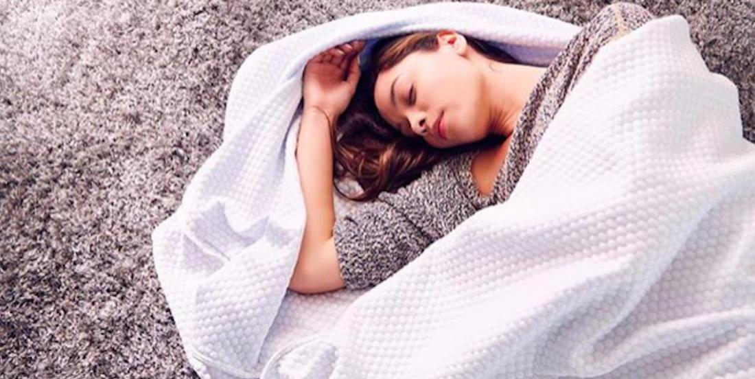Nouveauté dans l'univers du sommeil: des couvertures lourdes rafraîchissantes