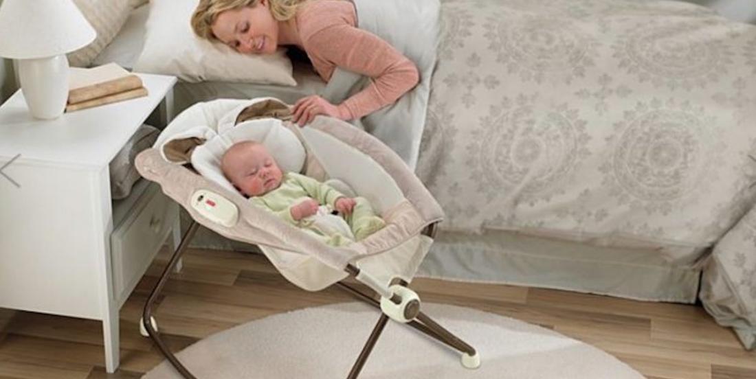 Des pédiatres et des parents mettent en garde contre les dangers des dormeurs inclinés pour bébés