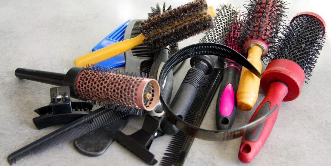 Astuces pour bien nettoyer vos brosses et vos peignes
