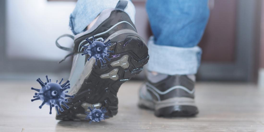 Est-ce que le coronavirus peut survivre sur vos chaussures?