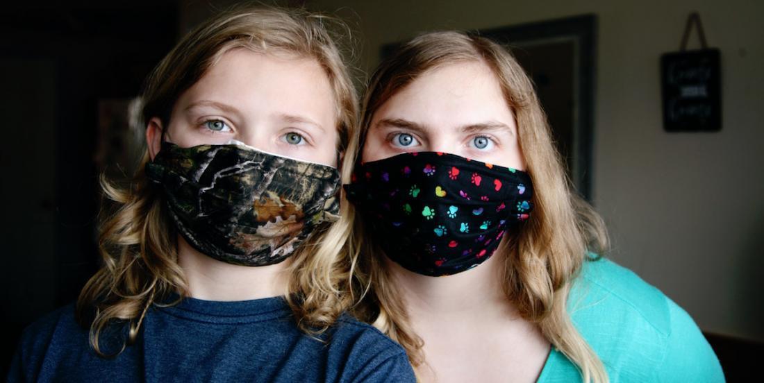 Masques maison pour se protéger de la COVID-19: quels sont les tissus les plus efficaces?