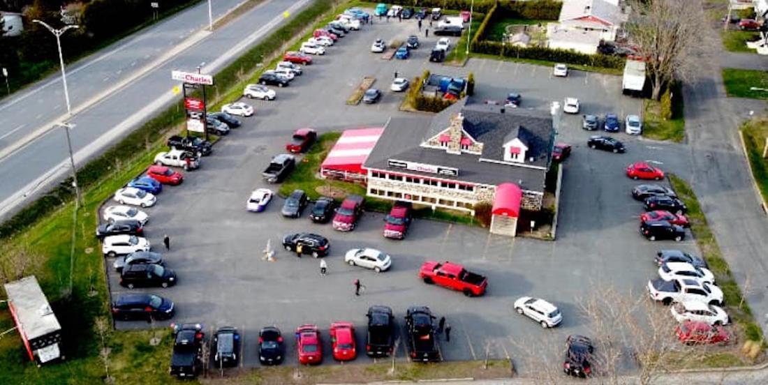 Crise du coronavirus: un restaurant de Drummondville ramène le concept de «drive-in»