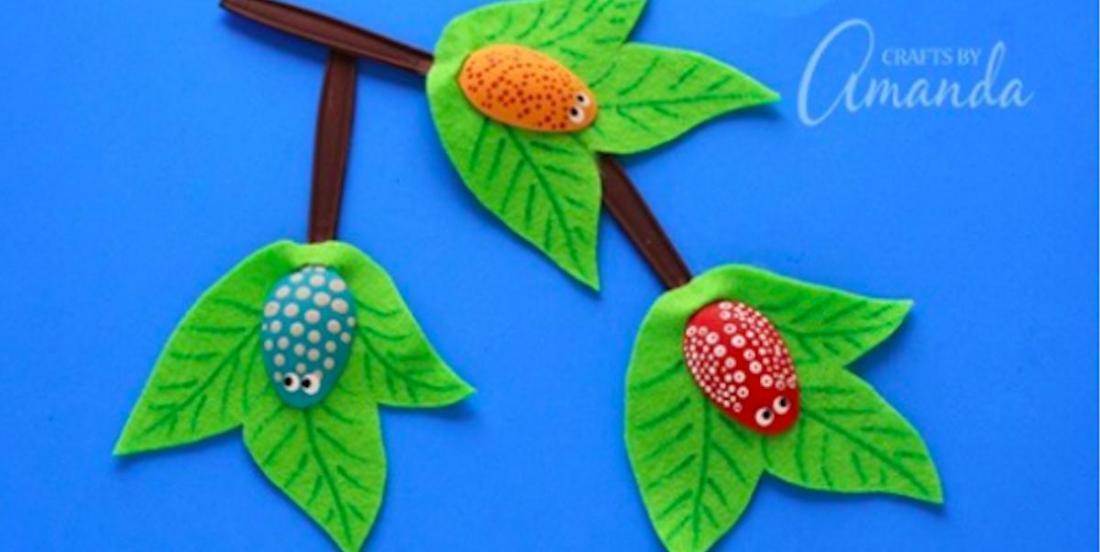 Un super brico estival à réaliser avec les enfants: des insectes en cuillères sur des branches