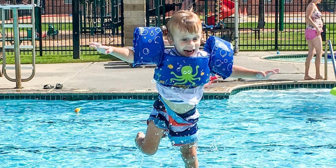 Le dispositif de flottaison pour enfants le plus populaire  est peut-être le plus dangereux, selon des experts aquatiques