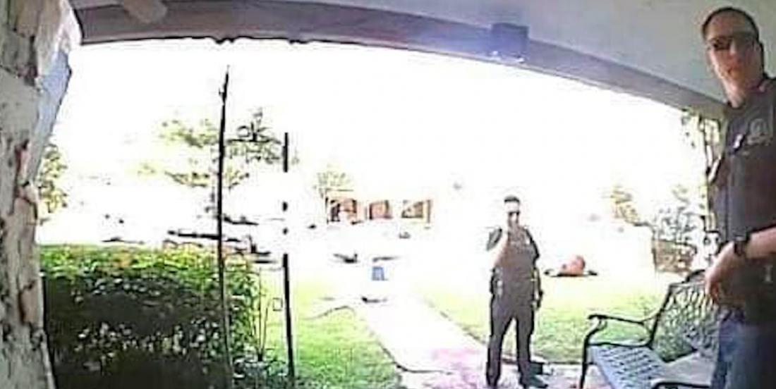 La police a reçu plusieurs appels au sujet des décorations d'Halloween de cet homme