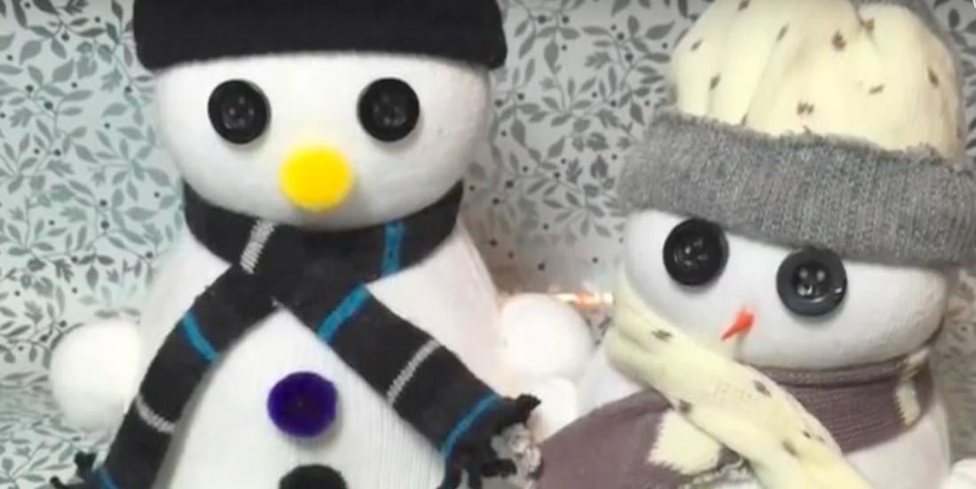 Bricolage d'hiver: un beau bonhomme de neige en chaussettes!