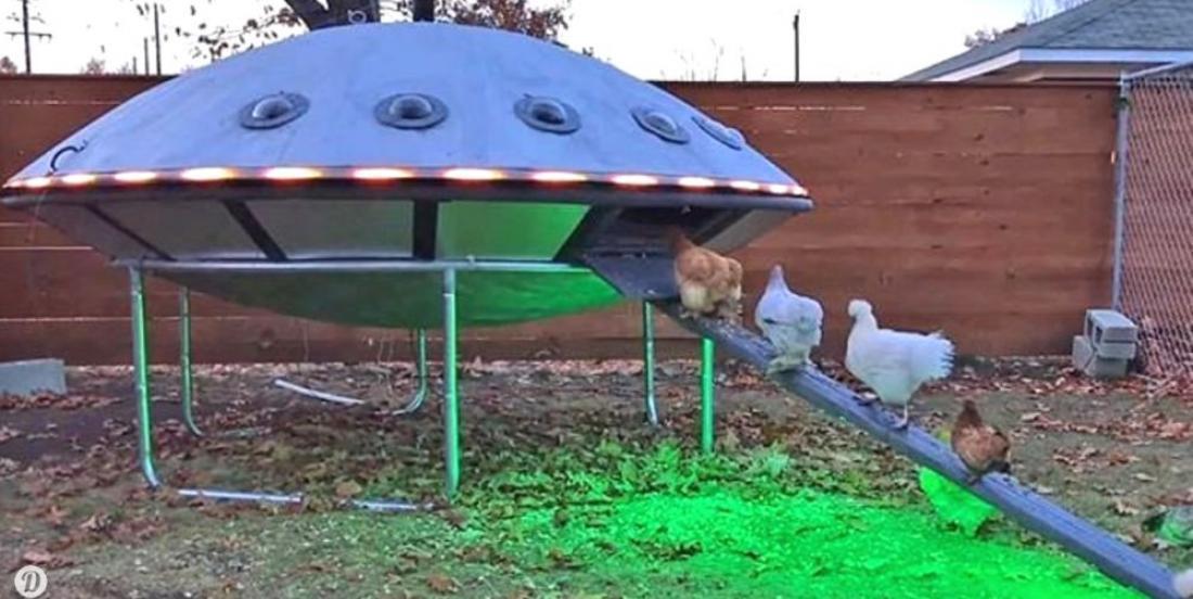 Un couple a construit un poulailler OVNI pour ses poules!