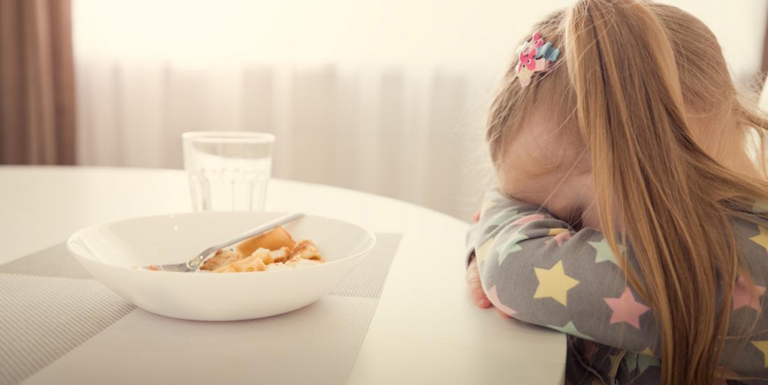 Une spécialiste explique pourquoi il ne faut pas obliger un enfant à terminer son assiette pour avoir un dessert