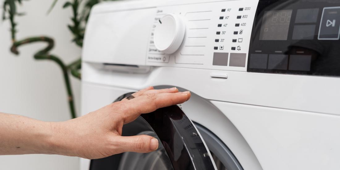 12 astuces de lessive simples que vous devez connaître avant de faire votre prochaine brassée
