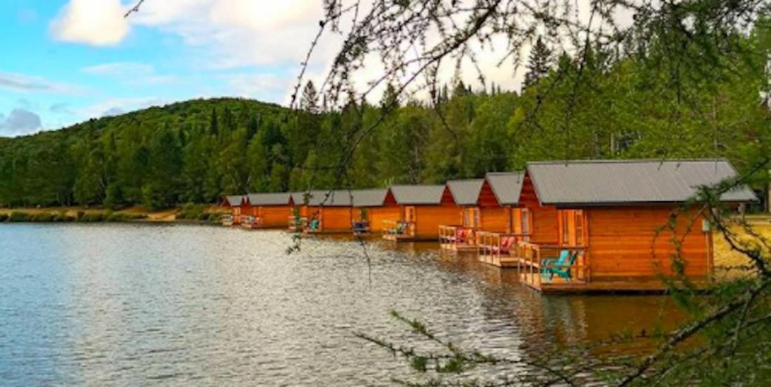 Une escapade estivale: des cabines prêtes-à-camper sur l'eau