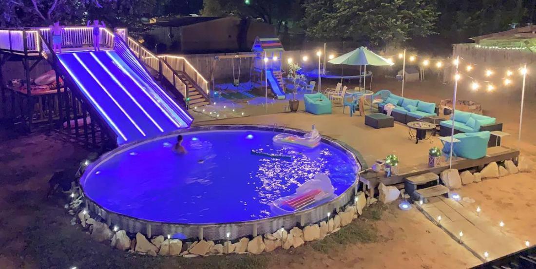 Ce papa a construit un mini parc aquatique dans sa cour et le résultat est impressionnant!