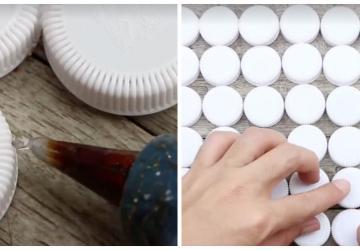 Elle colle des dizaines de bouchons en plastique ensemble et quand elle termine, son projet est fabuleux!