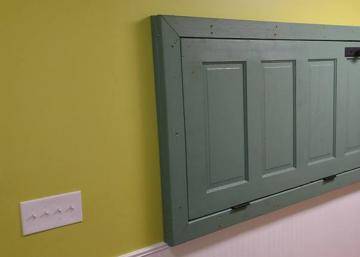 Elle demande: Chéri, peux-tu fixer cette porte ici et dans ce sens STP? Il la croit folle! Jusqu'à ce qu'il comprenne enfin!!
