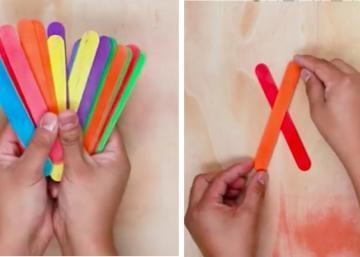 Elle se procure des bâtons à café aux couleurs vives et les dispose d'une certaine manière! Maintenant, regardez bien!