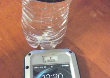 Qu'arrive-t-il lorsque vous placez une bouteille d'eau près de votre téléphone cellulaire?