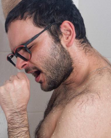 5 choses que vous ne devriez JAMAIS FAIRE dans la douche!
