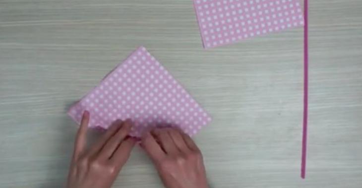 En plissant des serviettes en papier, vous pourrez décorer votre table d'une manière tout à fait charmante!