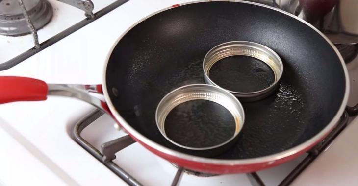 Préparez votre petit-déjeuner dans des couvercles de pots Mason: le résultat est parfait!