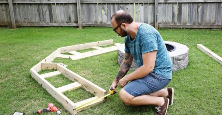 Il dépense 150$ plutôt que 2 000$ pour un mobilier de jardin! Ils passeront les plus belles soirées d'été dans le quartier!