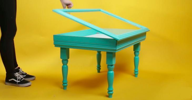 Fabriquez une table à café à partir d'un ancien cadre! Vous pourrez y ranger des souvenirs, vos plus belles photos, ou encore des blocs Lego!