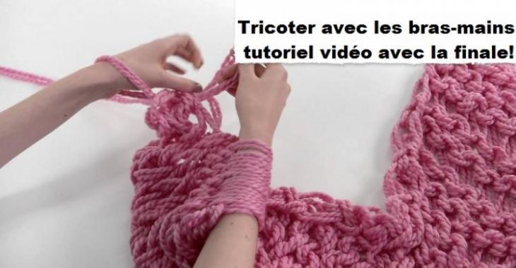tricoter une echarpe a la main