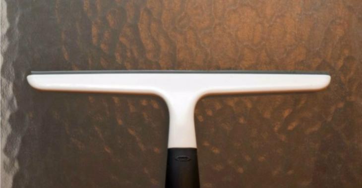 La raclette ne sert pas qu'à nettoyer les vitres! C'est un accessoire de ménage à avoir absolument à la maison!