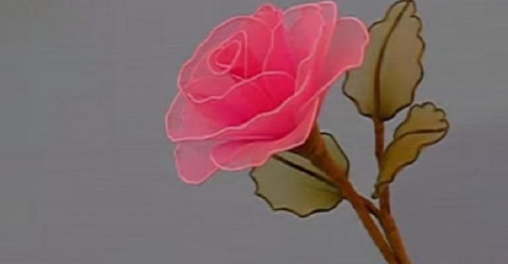 fabrication d'une rose en collant