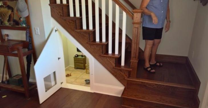 Elle aménage une pièce sous l'escalier pour son chien sous le théme Harry Potter