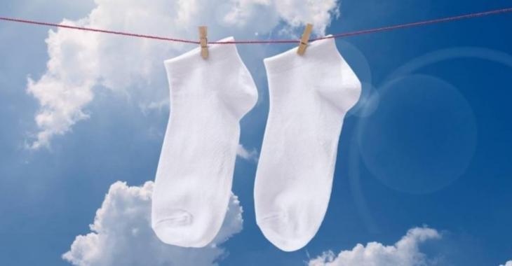 Une méthode infaillible pour redonner une blancheur éclatante à vos chaussettes