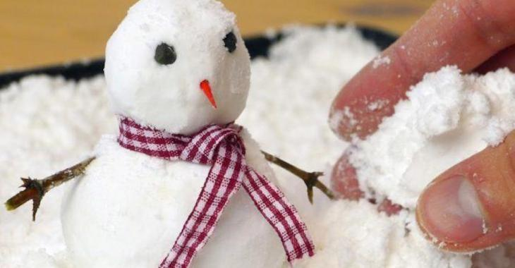 La fause neige, c'est LE bricolage à réaliser avec les enfants cette saison!