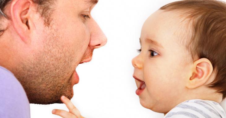 Selon de récentes recherches, c'est de leur papa que les bébés apprennent la majorité de leur vocabulaire