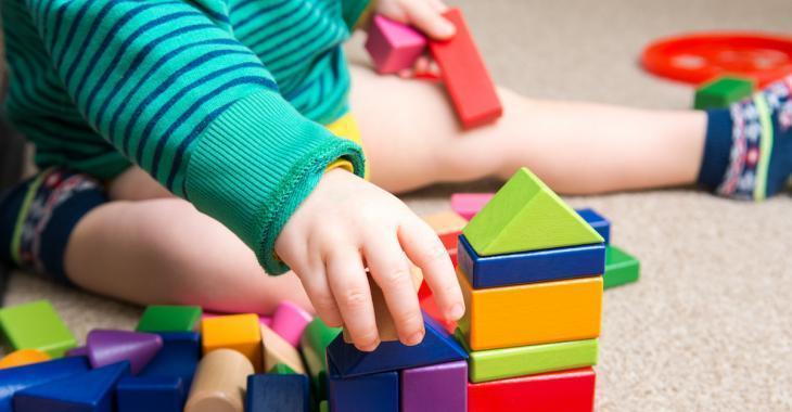 Les pédiatres disent que les enfants ont besoin de jouets simples, pas d'iPad et autres gadgets électroniques
