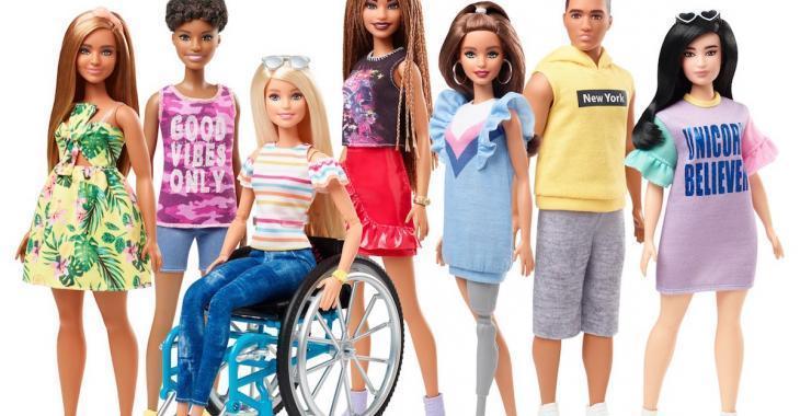 Barbie a maintenant un fauteuil roulant ou une prothèse