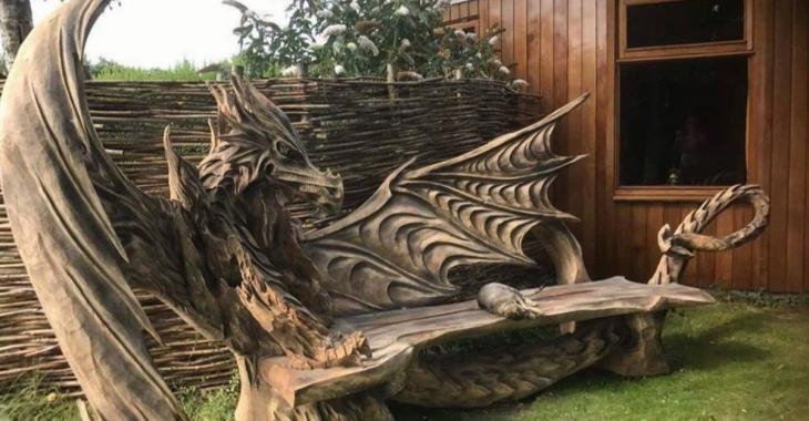 Un artiste crée de fabuleuses oeuvres avec une tronçonneuse
