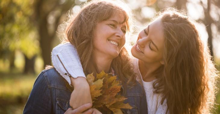 Selon la science, on commence à ressembler à notre mère à partir de nos 33 ans!