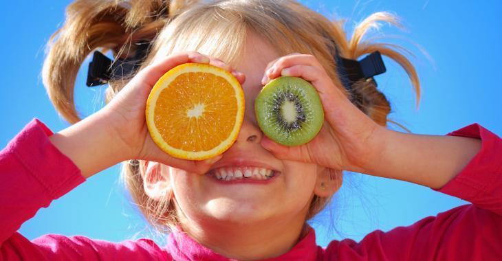La recherche scientifique confirme que le plus jeune enfant de la famille est le plus drôle!