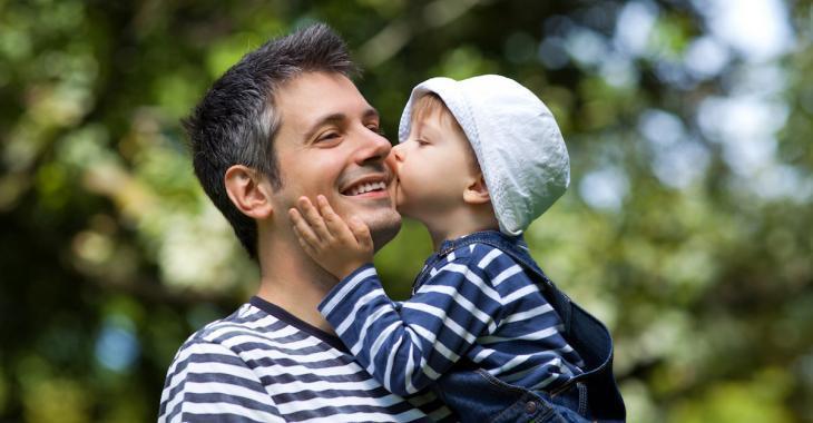 La paternité tardive entraînerait des risques pour le bébé et la maman