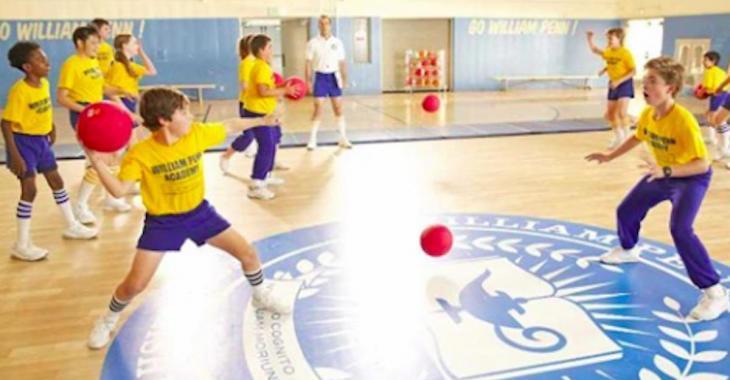 Selon une chercheuse, le classique jeu du ballon-chasseur est de l'intimidation légalisée!