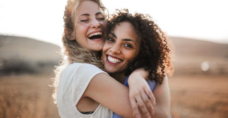 Selon une étude récente, 1 femme sur 2 préfère sa « best » à son conjoint!