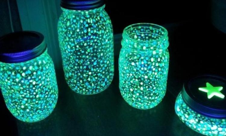 Bricolez une lanterne de lumières de fée! C'est magique... Une veilleuse parfaite pour chasser les mauvais rêves!